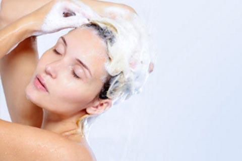 mulher-lava-cabelo-480