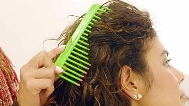 como-pentear-cabelos-cacheados